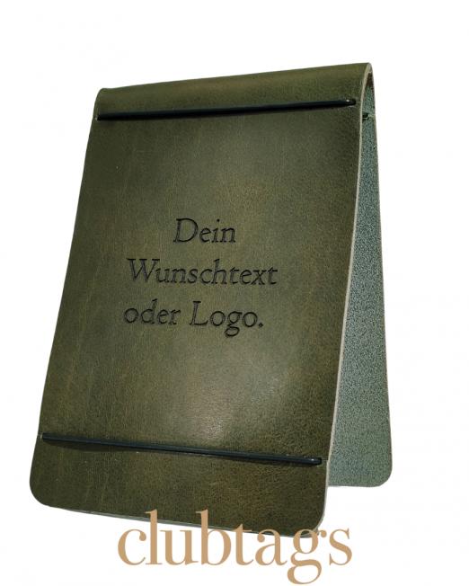 Der clubtags-Scorekartenhalter aus echtem Leder in der Farbe oliv